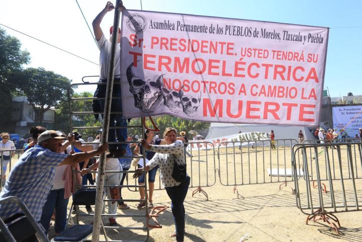 """""""Aunque haya gritos y sombrerazos, el pueblo va a decidir sobre la termoeléctrica"""": AMLO"""