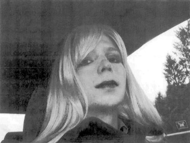 Obama conmuta sentencias de Manning