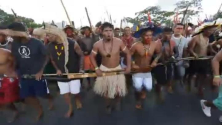 Manifestantes y policías se enfrentan en Brasilia