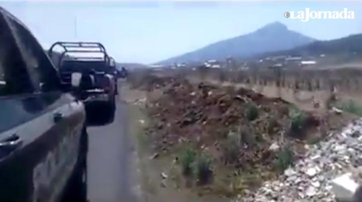 """""""¡Ya cayó uno!"""": Supuestos policías estatales, durante violenta incursión al pueblo de Arantepacua"""