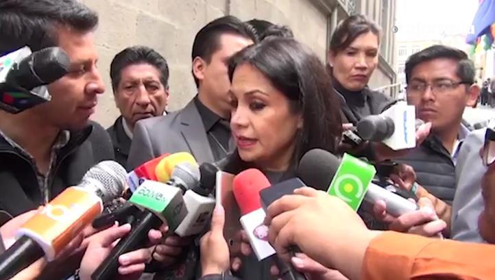 Ministra de Comunicación en Bolivia amenaza a periodistas