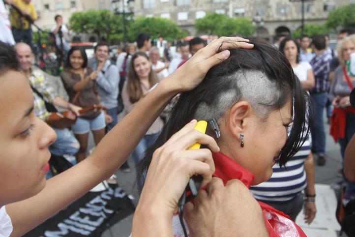 Se rapan en Guadalajara en solidaridad con Mireles