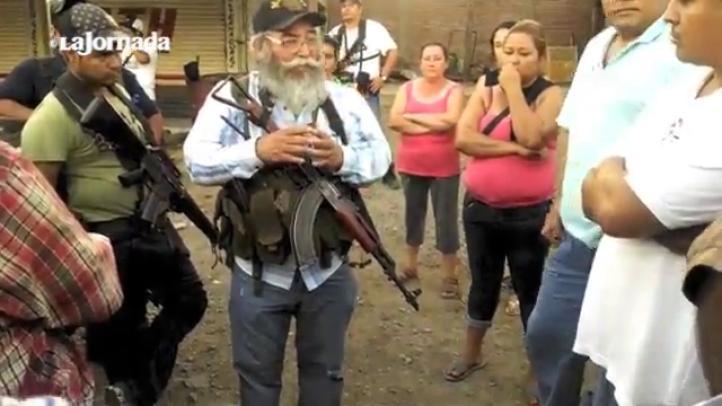 Autodefensas arriban a La MIra, a poca distancia de Lázaro Cárdenas