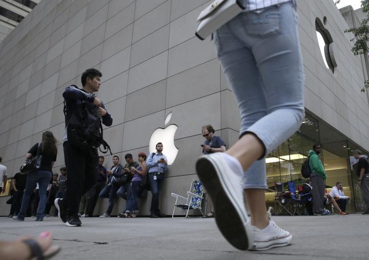 Nueva generación del iPhone sale a la venta en Estados Unidos