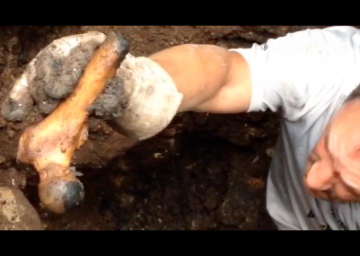 Encuentran más restos humanos en un pozo en Veracruz
