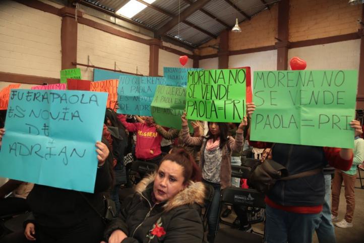 Irrumpen y protestan en evento de Sheinbaum en Cuajimalpa
