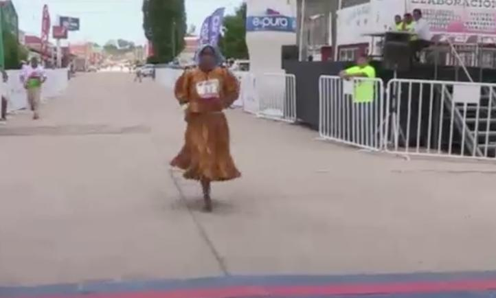 Tarahumaras corren 100 kilómetros