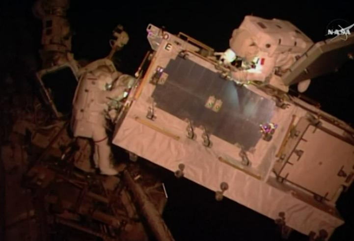 Astronautas mejoran red eléctrica de la Estación Espacial Internacional