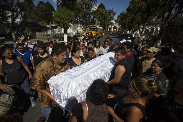 Guatemala llora la muerte de 36 jóvenes en incendio