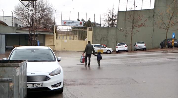 Mujeres turcas acusadas de terrorismo, presas con sus hijos