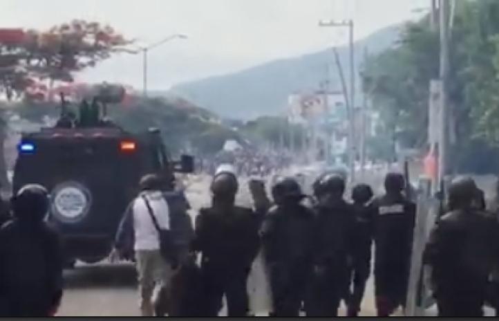 Federales repliegan a maestros en Tuxtla Gutiérrez