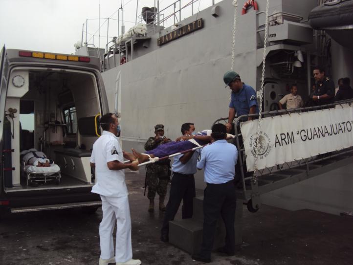 Marina rescata a 15 cubanos que navegaban a la deriva en el Golfo de México