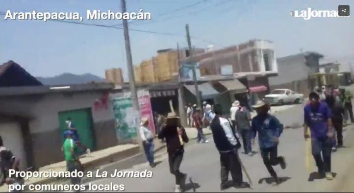Chocan policías y comuneros en Arantepacua