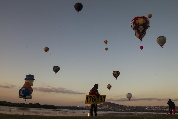 Arranca el festival de globos aerostáticos en León