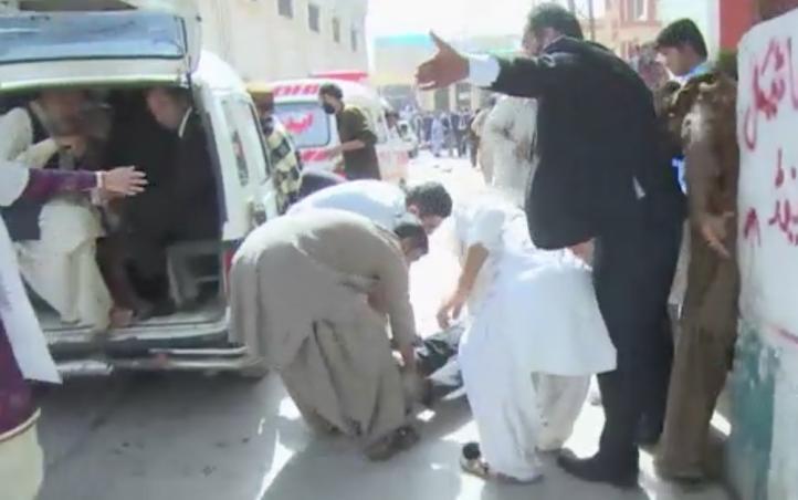 Caos en Pakistán: al menos 70 muertos en hospital