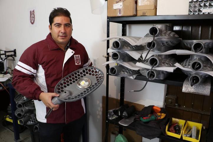 Estudiante de IPN crea luminaria que reduce consumo de energía