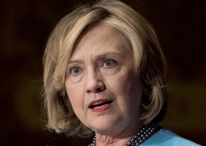 Hillary Clinton se postula a la presidencia de EU