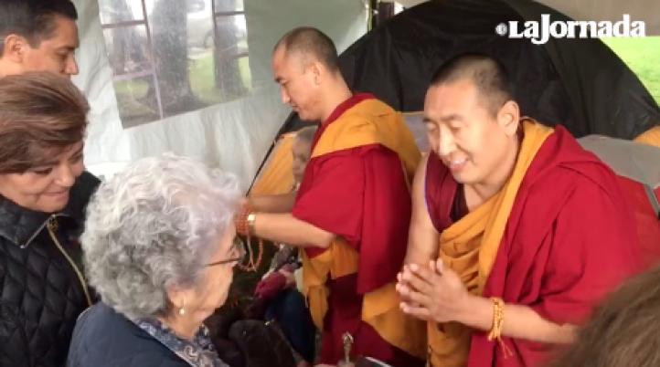 Ceremonia budista para damnificados