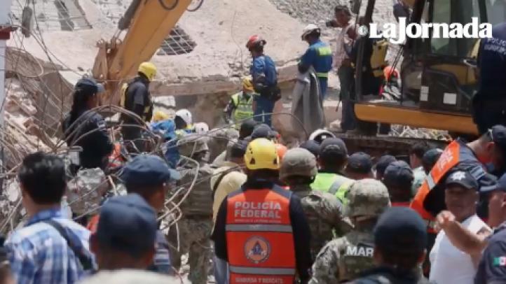 Encuentran sin vida al policía entre los escombros del palacio municipal de Juchitán