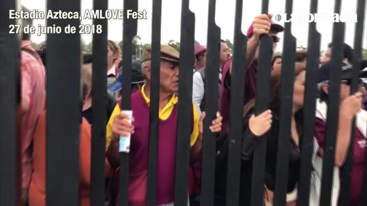 Un grupo de personas se queja de que aún no les permiten la entrada al Estadio Azteca