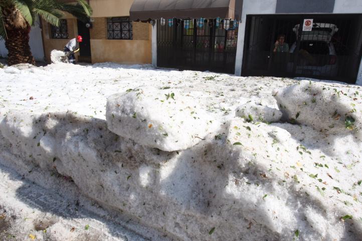 Se acumula hielo por granizada en Guadalajara y Tlaquepaque