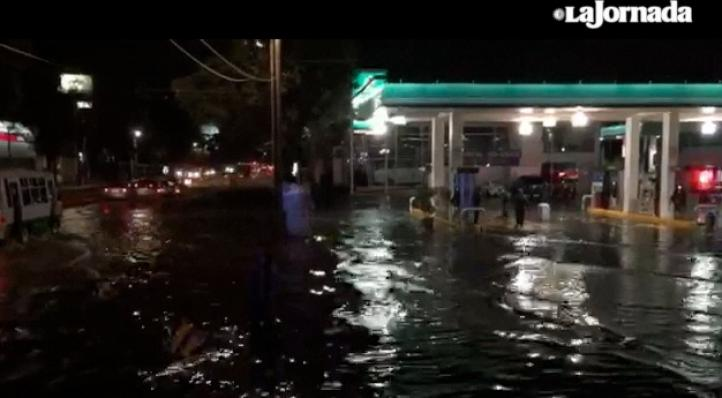 Intensa lluvia y granizo provoca encharcamientos en Iztapalapa