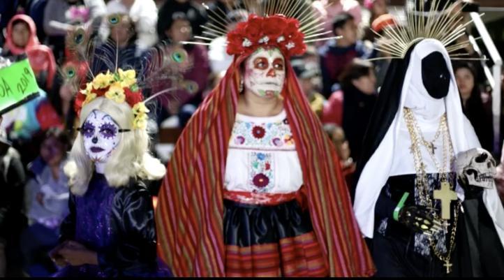 Mujeres participan en 'Muerteada' en Oaxaca