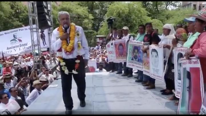 Padres de los 43 piden justicia en acto de López Obrador