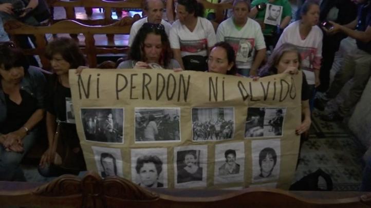 Chile: Familiares de víctimas de la dictadura protestan contra Iglesia Católica