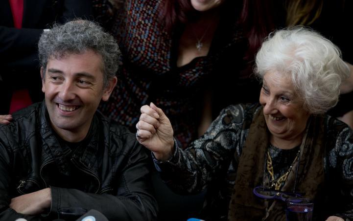 """""""He tenido una vida feliz"""", dijo a los medios el nieto de Estela de Carlotto"""