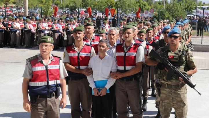 Juzgan en Turquía a casi medio millar de personas por intento de golpe de estado