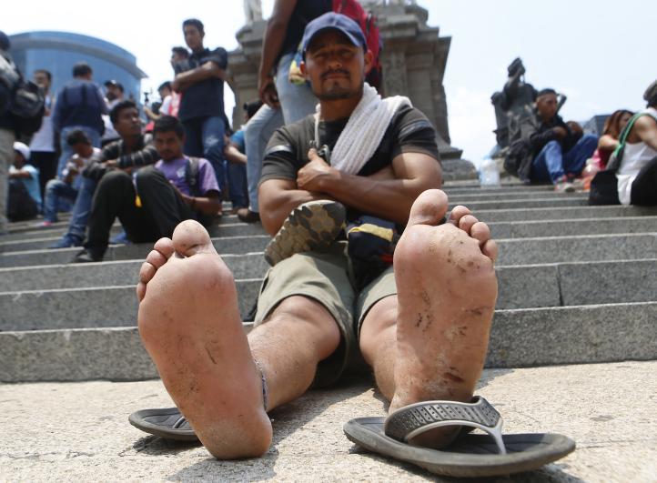 Protestan migrantes frente a Embajada de EU en México