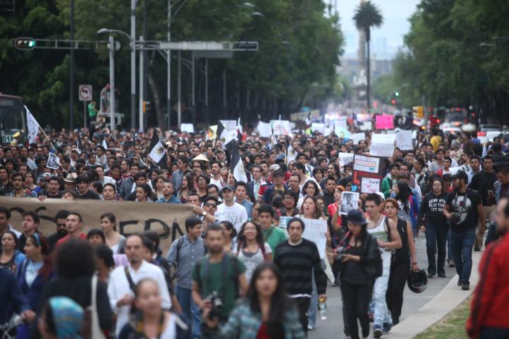Multitudinaria marcha en contra de la regulación de internet