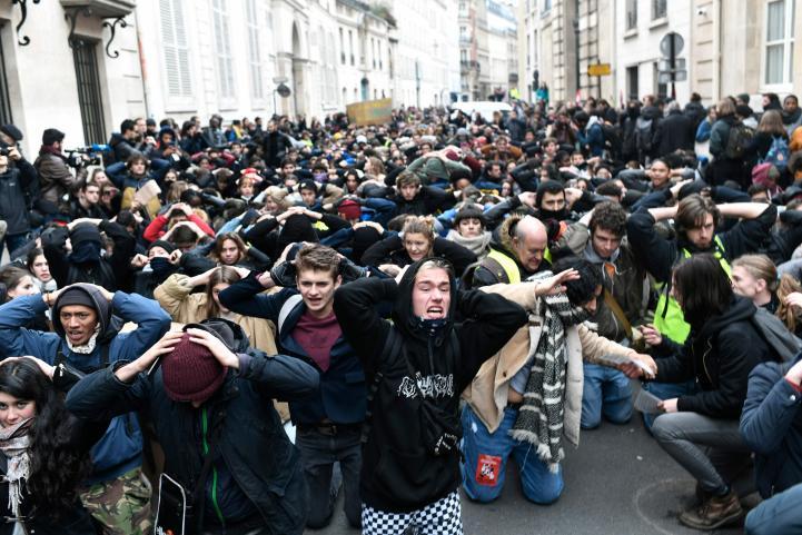 Protestan estudiantes franceses por reforma educativa