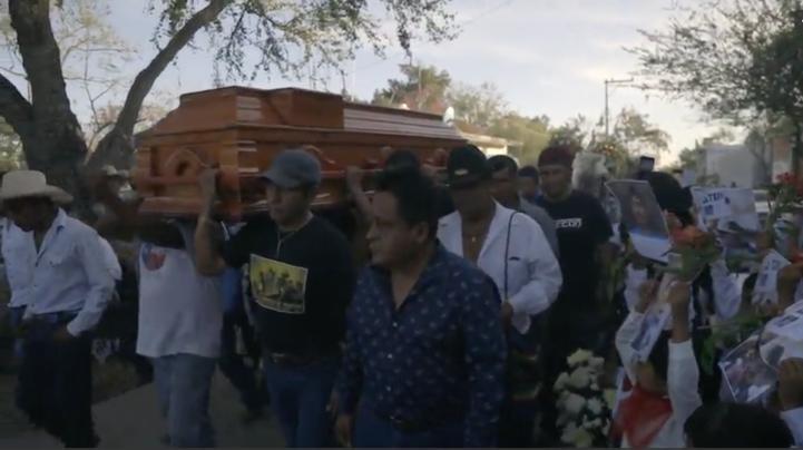 Amilcingo despide con flores, lágrimas e indignación a Samir Flores