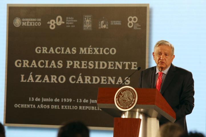 Recuerda AMLO exilio español; ratifica respeto a migrantes