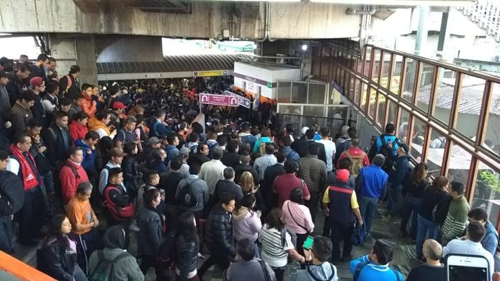 Colapsa estación Pantitlán de la Línea 9 del Metro