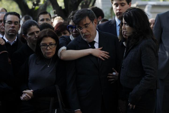 Familiares, amigos y periodistas dan el último adiós a Julio Scherer