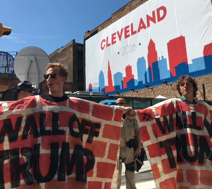 Cleveland: Alzan muro para proteger de Donald Trump a la gente