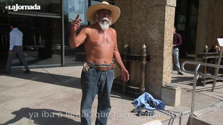 Campesino se desnuda frente a Sedesol