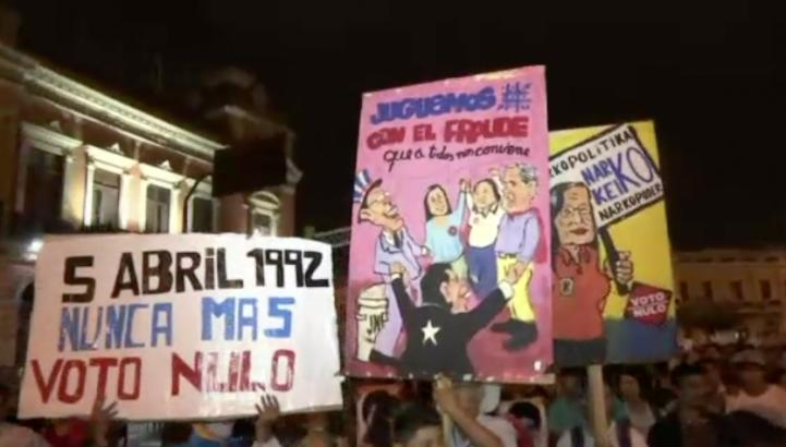 Marchan contra los Fujimori en Perú