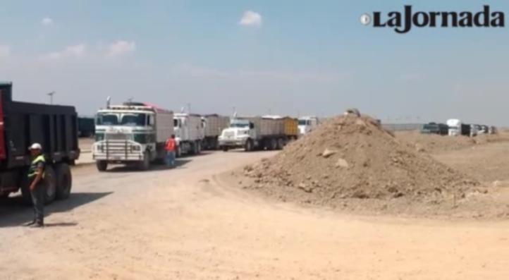 GOLPEADORES ARMADOS DESALOJAN BLOQUEO CAMPESINO EN TEXCOCO