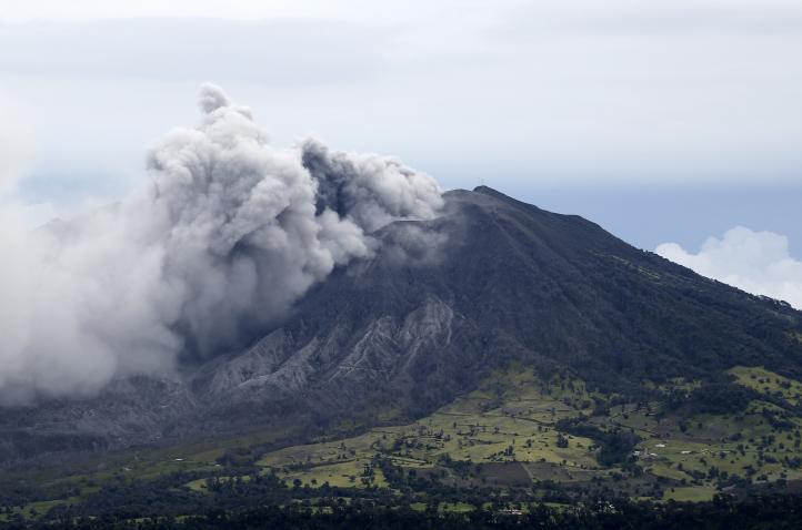 Reanudan vuelos en Costa Rica, suspendidos por erupción