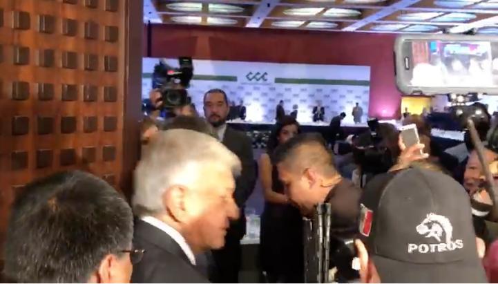 Así fue la llegada de AMLO a la reunión con el CCE