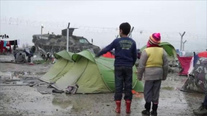 Regresan a migrantes que habían logrado cruzar frontera de Macedonia