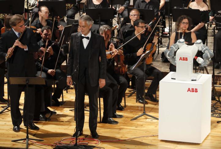 Un robot dirige una orquesta en Italia