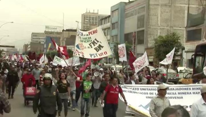 Marcha contra el FMI y el Banco Mundial en Lima