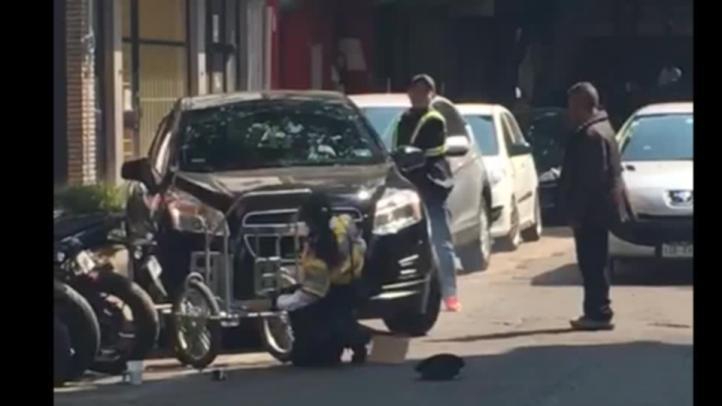 Conductor arrolla a mujer policía en la colonia Juárez