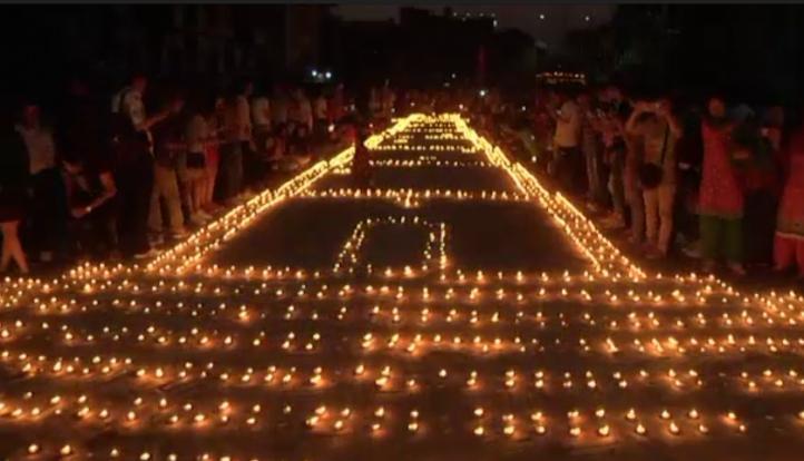 Recuerdan a víctimas del terremoto ocurrido el año pasado en Nepal