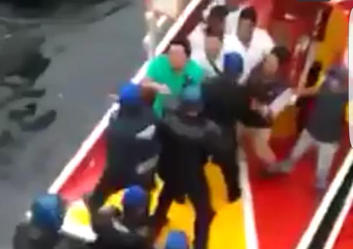 Riña policías y comerciantes Xochimilco